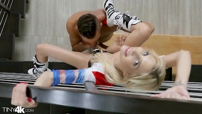This American young girl Harley Quinn just love to fuck