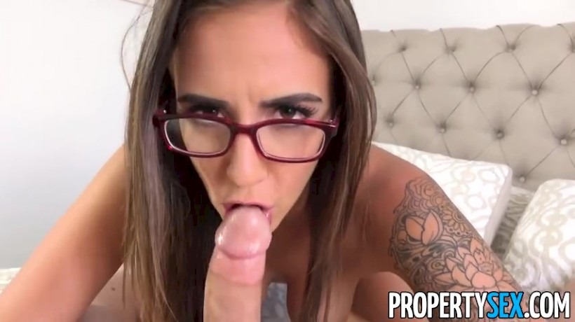 Layla London Shares Bald Pussy To Client To Make A Sale Private Hot Nude Girls Sexy Babes Hd Porn Videos