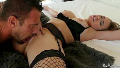 Pretty housewife Kagney Lynn Carter having extra time with her hubby